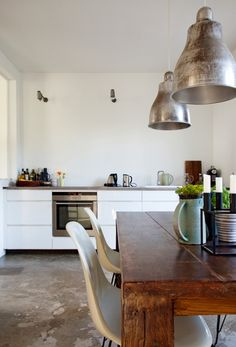 I like these materials and the simplicity of the space.