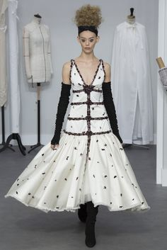 Glamour by CHANEL: HAUTE COUTURE   ZsaZsa Bellagio - Like No Other