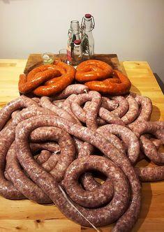 Carnati traditionali ardelenesti de porc 100%. Cookbook Recipes, Dessert Recipes, Cooking Recipes, Desserts, Jerky Recipes, My Recipes, Hungarian Recipes, Romanian Recipes, Romanian Food