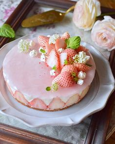Because the fruit cake is added with low-calorie fruit, the overall calorie of the cake is reduced. If you must eat cake during weight loss, it is recommended t Baking Recipes, Dessert Recipes, Desserts, Dessert Food, Low Calorie Fruits, Foto Pastel, Sweets Cake, Cute Cakes, Let Them Eat Cake