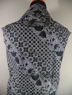 Kain Batik Motif Bunga Kombinasi Hitam Putih Batik Cap tradisional handmade, bahan katun, ukuran: 1,15 x 2m