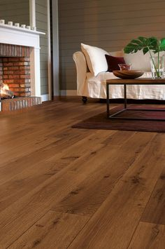 Quick-Step Perspective 'Vintage Oak Dark Varnished' Laminate Flooring The Quick-Step Perspective Range has a destictive 'bevelled' edge. Giving a depth and quality appearance to a highly durable laminate flooring. Oak Laminate Flooring, Parquet Flooring, Wooden Flooring, Vinyl Flooring, Hardwood Floors, Karndean Flooring, White Flooring, Garage Flooring, Unique Flooring