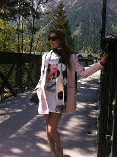 'Le look du jour' on that sunny day in Chamonix! Like it?   O 'look du jour' nesse dia lindo em Chamonix! Curtem?  #lookoftheday #lookdodia #pastels #pink #rosa #mixedprints #misturadeestampas #nofilter #holidays #frenchalps #chamonix #trips  #férias #alpes #frança #chamonix ##viagem #msctrips