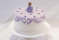 En cake design, retrouvez Anne-Sophie pour réaliser un superbe gâteau princesse Sofia : demandez, c'est fait !...