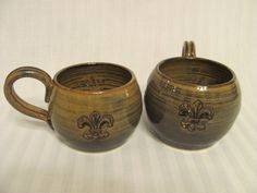 Coffee mugs, barrel-shaped