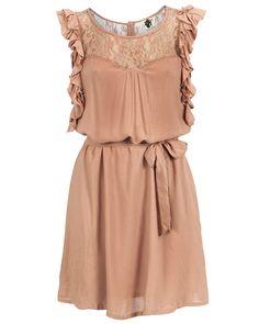 Vestido color melocotón con encaje