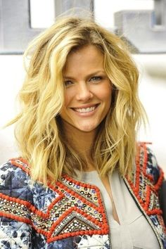 Casual Everyday Hairstyles for Medium Hair - Messy Wavy Hairstyles