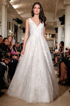 6420d624a7 40 Awesome Spring 2018 Runway    Oleg Cassini Wedding Collection ...