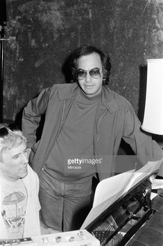 Singer Neil Diamond and song writer Burt Bacharach, pictured in Beverly Hills, United States. May Get premium, high resolution news photos at Getty Images Simple Jewelry, Boho Jewelry, Silver Jewelry, Jewelry Necklaces, Diamonds Lyrics, Photography Set Up, Where To Buy Silver, Neil Diamond, Holiday Jewelry