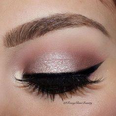 Maquiagem na cor rosa claro