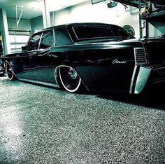 68 Lincoln Continental layin it down! Best Luxury Cars, Luxury Suv, Lowrider, Cool Old Cars, Mercury Cars, Old School Cars, Lincoln Continental, Sweet Cars, Drag Cars