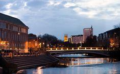 Дерби- город с двухтысячелетней историей | АнглияДом | Яндекс Дзен Opera House, Derby, Mansions, House Styles, Building, Travel, Home Decor, Psychics, Viajes