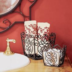 I love my little Southern Living metal baskets! Living Willow, Willow House, Home Design Decor, Home Decor Trends, House Design, Lawn Furniture, Metal Furniture, Tuscan Decorating, Decorating Ideas