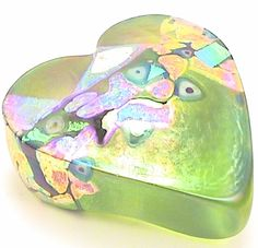 Robert Held creates some of the most magnificent works of #handblown glass, and this #heart #paperweight is a shining, shimmering example! Inspired by famous artists, he puts his own unique spin on each captivating creation. http://www.kaleidoscopestoyou.com/art-glass-heart-paperweight-lime-robert-held.html