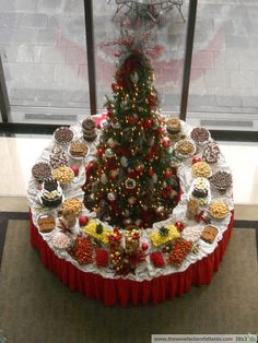 Decor & buffet set up all in one! There is no better backdrop than a decked out Christmas tree. I LOVE this idea for holiday parties!