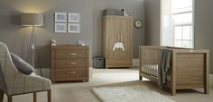 With a warm oak finish complemented by coordinating satin chrome handles, the Portobello nursery furniture from Silver Cross is elegant and sophisticated.
