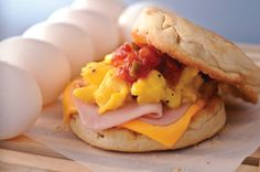 Start your day right with delicious breakfast sandwiches from Kraft Recipes! See how breakfast sandwiches help you put deliciousness between the bread. Kraft Foods, Kraft Recipes, Egg Recipes, Brunch Recipes, Cooking Recipes, Breakfast For Dinner, Breakfast Dishes, Breakfast Time, Breakfast Recipes
