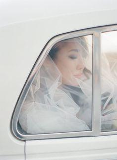 You've Never Seen a City Hall Wedding This Beautiful Wedding Headpiece Vintage, Flower Headpiece Wedding, Boho Headpiece, Wedding Veils, Bridal Headpieces, Tulle Wedding, Wedding Blog, Destination Wedding, Wedding Photos
