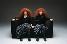 Legendary photographer Oliviero Toscani has updated the controversial advertisement he shot 35 years ago for Le Bambole, the sofa collection originally designed by Mario Bellini for B&B Italia in Benetton, Icon Design, Thing One Thing Two, Redheads Freckles, Pictures Online, Twin Girls, Photo Retouching, New Image, Cool Photos