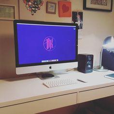 Ohhhhhh yeah. Who's a fan boy now. It is a thing of beauty #apple #designstudio #designerdesk #graphics #graphicdesigner #graphicdesign #freelancedesign #freelance by damian_kidd