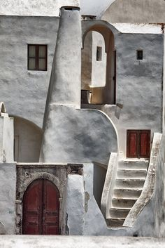 Santorini island Cyclades Lines and Curves Architecture Design, Vernacular Architecture, Theatre Architecture, Santorini Island, Santorini Greece, Classification Des Arts, A Well Traveled Woman, Tadelakt, Greek Islands