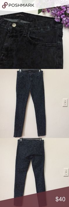 """J Brand Brocade skinny jeans This is a gently worn pair of J Brand Black Brocade skinny jeans. Size 27. Approximate measurements: length 37"""", inseam 29.5"""" and waist when laid flat is 15"""". J Brand Jeans Skinny"""