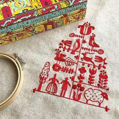一色で刺すのは簡単なようで、ステッチの粗が目立つので大変でしたが、図案が可愛いのでグングン進みました!あー楽しかった パネルで仕上げるつもりですが、ガンタッカーが大の苦手 #樋口愉美子 #樋口愉美子のステッチ12か月 #クリスマスツリー #刺繍 #embroidery #デメル