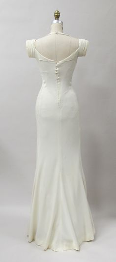 Vintage Fashion Evening dress (back view) Charles James Date: 1933 Culture: American Medium: rayon Accession Number: - Charles James, 1930s Fashion, Retro Fashion, Vintage Fashion, Edwardian Fashion, Costume Année 30, Vintage Gowns, Vintage Outfits, Vintage Clothing