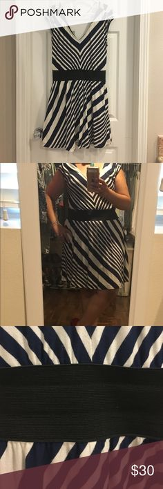 """Navy and white Guess dress V neck and back. Lined at bottom. Elastic waist. Has pockets. Model is a size 10 and 5'2"""". In my opinion, it will fit 6, or 8 best but obviously it works on a 10. Other than to model the dress has been worn once. Very cute! Guess Dresses"""