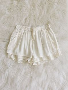 Natalya Lace Hem Woven Shorts (Soft White)