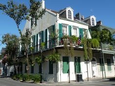 We love the gorgeous greenery draping from this French Quarter home.