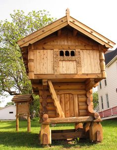 "10. A replica of a traditional Norwegian building called a ""Stabbur"".   Used for storing food, the two floors made it perfect for hanging meat from the ceiling out of the reach of the claws of hungry animals.  Seen in Galena, IL."