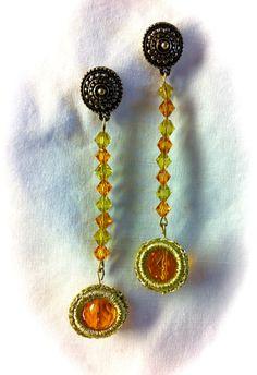 Pendientes colección ROMA, swarosvkis amarillos y ambar. Rematados con anilla en croxet dorado brillante, con cristal facetado ambar. 12€