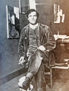 Amedeo Modigliani at his studio,1915
