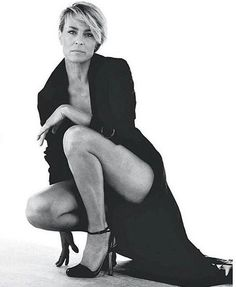 """Photography Poses : """"House of Cards"""" Claire Underwood (Robin Wright) - Dear Art Robin Wright, Beautiful Legs, Beautiful People, Beautiful Women, Belle Photo, Sexy Legs, Movie Stars, Portrait Photography, Sexy Women"""
