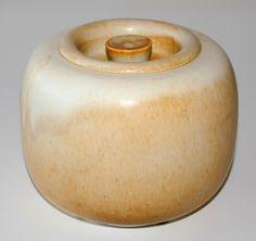 Preben Brandt Larsen. lidded bowl in white stoneware. Own studio Fejø Denmark. W: 16,5. H: 14 cm.