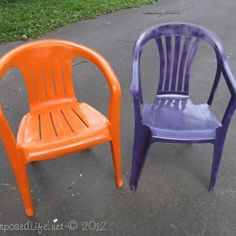 colorful patio chairs from plain dirty, white plastic chairs - I am going to be trying this with our old white chairs Plastic Patio Furniture, Plastic Patio Chairs, Lawn Chairs, Old Chairs, Metal Chairs, Outdoor Chairs, Adirondack Chairs, Dining Chairs, Painting Plastic Chairs
