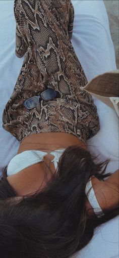 Fit Over Sunglasses, Clip On Sunglasses, Rectangle Sunglasses, Cool Girl Pictures, Girl Photos, Best Eyeshadow Palette, Cute Selfie Ideas, Snapchat Girls, Best Clips