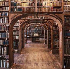 La Oberlausitzische Bibliothek der Wissenschaften en Gorlitz. Libros. Y más libros. Espectacular.