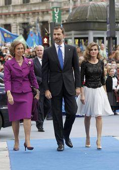 La Reina, don Felipe y doña Letizia en los premios Príncipe de Asturias en Oviedo #royals #royalty #spain #princess #prince #queen