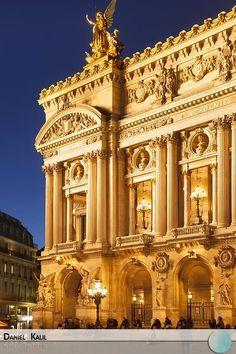 A Ópera Garnier é uma casa de ópera localizada em Paris. O edifício é considerado uma das obras-primas da arquitetura de seu tempo, construído em estilo neobarroco. Sua capacidade é de 1979 espectadores sentados.