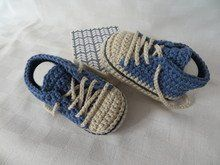 Häkelanleitung für Baby-Turnschuhe (#1) Knitting Patterns, Sewing Patterns, Crochet Baby Booties, Crochet Accessories, Adidas Baby, Crochet Yarn, Kids And Parenting, Baby Knitting, Crochet Projects