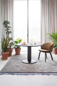 Combo Design is officieel dealer van Arco ✓Close eetkamerstoel met armen ✓ Gratis offerte aanvragen ✓ Makkelijk te bestellen Luxury Furniture, Furniture Design, Furniture Companies, Home Design, Natural Stones, Designer, Architecture Design, Dining Table, Lounge
