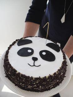 Reilu viikko sitten lauantaina meillä vietettiin 1-vuotiaan synttäreitä panda-teemalla. Talo oli täynnä sukulaisia, ystäviä ja ennen ... Food Cakes, Cupcake Cakes, Panda Birthday Cake, Bolo Panda, Panda Baby Showers, Panda Cakes, Decoration Patisserie, Panda Party, Cute Cakes