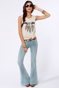 Find all your favorites in one pair with the Blank NYC The Belle and Whistle Distressed Bell-Bottom Jeans! Slashes, distressing, and fading on a bell-bottom cut. Casual Outfits, Cute Outfits, Fashion Outfits, Fashion Trends, Fashion Ideas, Whistles Jeans, Flare Jeans Outfit, Super Flare Jeans, Blank Denim