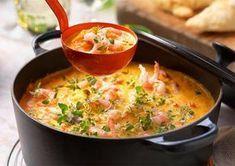 Fisksoppa med saffran och räkor, en matig klassiker som går hem hos många. Baka ett gott bröd därtill så är middagen fixad! Bråttom? Kalljäs över natt, baka ut nästa dag.