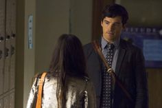 Pin for Later: The Killer Outfits on Pretty Little Liars Will Haunt You All Week Long Season 4 We know Ezra is technically the enemy, but we are slaves to those puppy dog eyes. Pretty Little Liars Free, Pretty Little Lies, Pretty Cool, Abc Family, Family Show, Uber A, Ian Harding, Puppy Dog Eyes, Fashion Cover