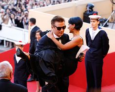 Alec Baldwin, his fiancee and his eyeglasses at #Cannes 2012