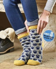 VK is the largest European social network with more than 100 million active users. Fair Isle Knitting Patterns, Knit Patterns, Knitting Socks, Hand Knitting, Knit Socks, Simply Knitting, Cozy Socks, Knitting Magazine, Knitted Bags