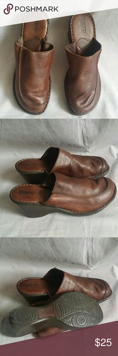 """Born Clogs Shoes Brown 8 M/W Leather Heels 2.5"""" Item is in a good condition, NO PETS AND SMOKE FREE HOME. Born Shoes Mules & Clogs"""